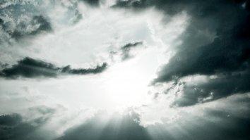Sonnenstrahlen Himmel Bewoelkt Wallpaper